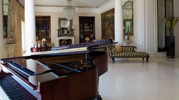 003516-11-lobby-piano