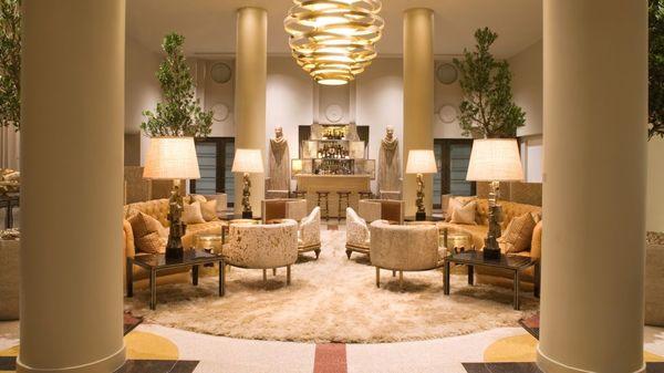 006023-03-lobby-sitting-area