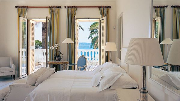 003516-03-bedroom-with-ocean-view