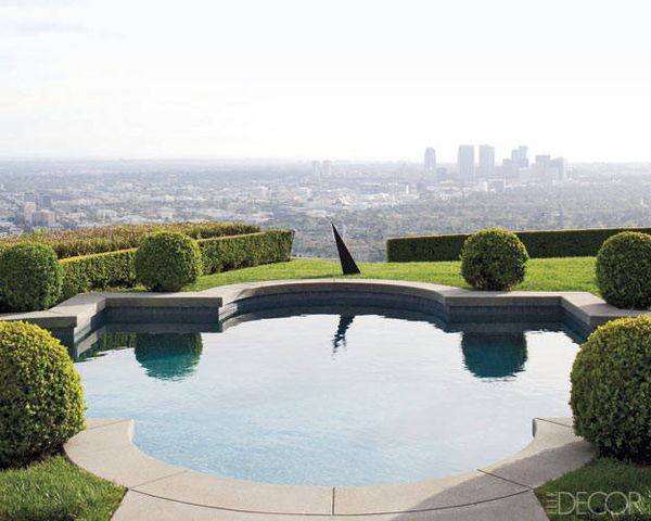 Megan-Mullally-hollywood-homes-ed0910-13-lgn