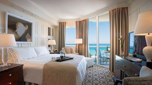 002585-04-bedroom-king-bed-ocean-view